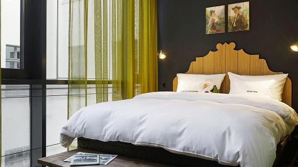 Mit dem Gutschein verbringen Sie eine Nacht im Large-Doppelzimmer im 25hours München. (Quelle: 25hours)