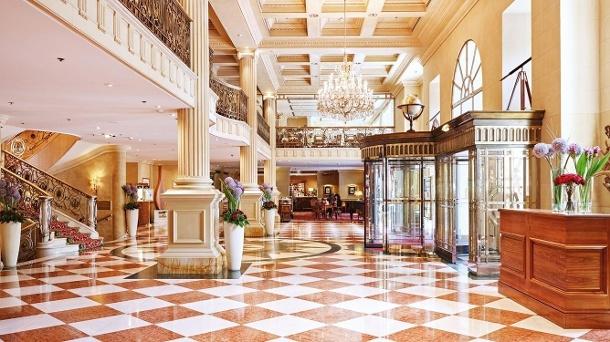 Das Grand Hotel Wien empfängt seine Gäste mit prunkvollem Design. (Quelle: Grand Hotel Wien)