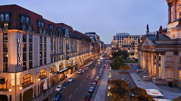 Das Hilton Hotel liegt direkt am Gendarmenmarkt in Berlin. (Quelle: Hilton)