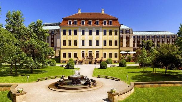 Der Garten des Hotels ist 20.000 Quadratmeter groß und bietet einen idealen Ort zum Ausruhen und Entspannen. (Quelle: Bilderberg Bellevue Hotel Dresden)