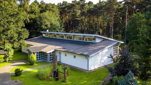 Mitten in der Natur: Der Wildpark Lüneburger Heide ist nur zehn Autominuten vom Hotel entfernt. (Quelle: Hotel Zur Heidschnucke)