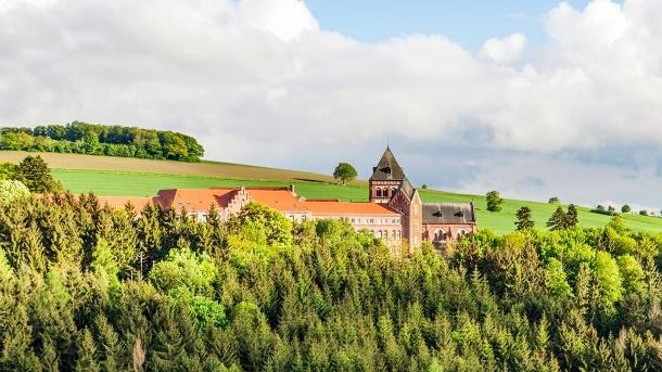 Sankt Wendel mit gotischer Basilika liegt im Naturpark Saar-Hunsrück mit zahlreichen Rad- und Wanderwegen. (Quelle: Angel's das Hotel am Fruchtmarkt)